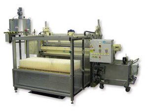 Molding machine GM for crown candles